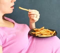Česa nosečnice ne smejo jesti in kako poskrbijo za varnost živil?