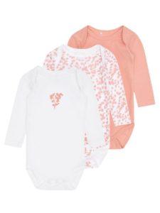 oblačenje novorojenčka