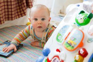 razvoj dojenčka po mesecih